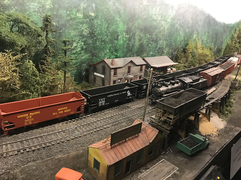 Jay Beckham's O Scale WMRy and PRR Layout